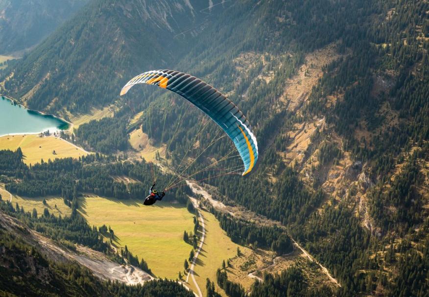 um paraglider projetado para todos os pilotos